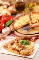 pizza margharita skivor foto