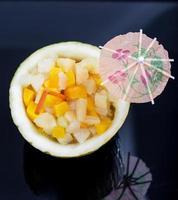 cocktail med färsk frukt foto