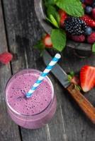 homemeade anioxidant bär smoothie foto