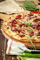 trä ugn pizza foto