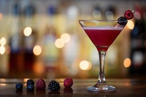 röd cocktail drink foto