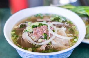 vietnamesisk pho nötköttnudelsoppa foto