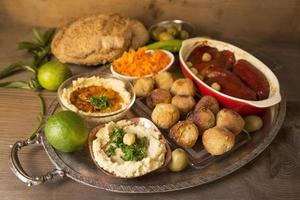 hummus och falafel foto