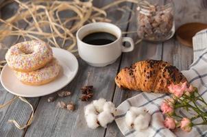 frukost med kaffe foto