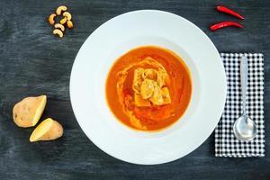 den mest populära röda curry. (äkta thailändsk mat) foto