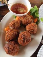 stekt fiskkakor thailändsk mat