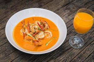 thai panang curry med räkor foto