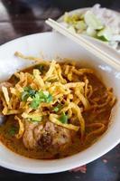 khao soi, norra thailändska nudlar curry soppa foto