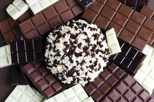 choklad med chokladkaka foto