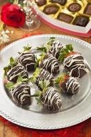 jordgubbar med gourmetchoklad foto