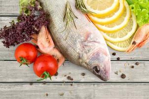 matlagning fisk foto