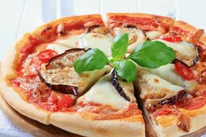 aubergine och ost pizza foto