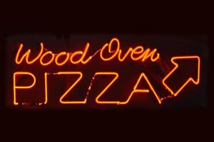 trä ugn pizza tecken foto