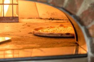 pizza tegel ugn foto