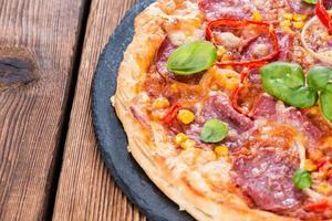 salami pizza foto