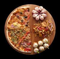 pizza och sushi f foto