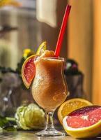 smoothies, orange grapefrukt foto