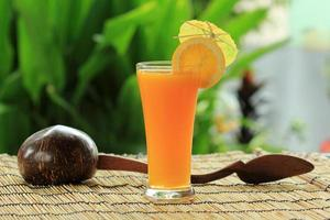 glas apelsinjuice foto
