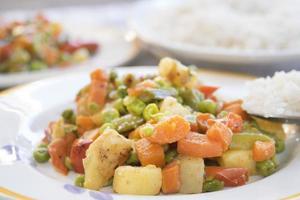 basmatiris och grönsaker foto