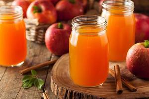 ekologisk orange äppelcider foto