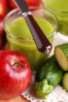 smoothie äpple och zucchini foto