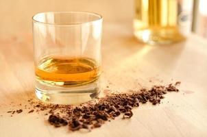 whisky och choklad foto