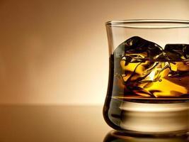 whisky på klipporna foto