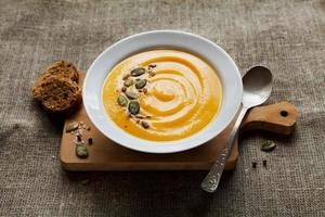 pumpa gräddsoppa, grönsakssoppa i dieten foto