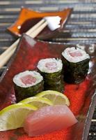 tonfisk maki sushi foto