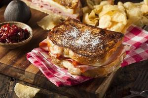 hemlagad monte cristo smörgås foto