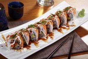 sushi maträtt foto