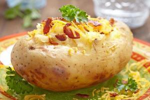 bakad potatis foto