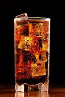 glas kall cola foto