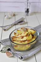 stek potatis med vitlök foto
