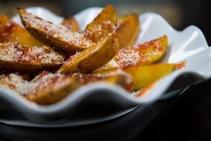 stekt potatis med ost foto