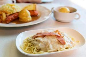 spaghetti carbonara foto