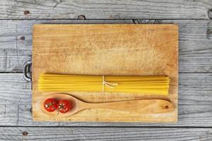 spagetti sked tomater foto