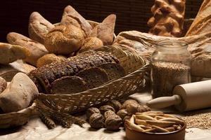 olika bakade bröd foto