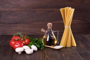 set för matlagning av pasta. rustik. foto