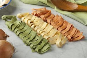 italiensk pasta tricocolore foto