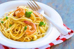linguine pasta med räkor foto
