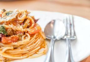 spaghetti med tomatsås och kryddig foto