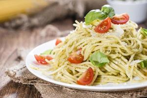 spaghetti med basilikapesto foto