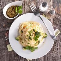 spaghetti och grönsaker foto