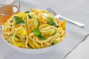 pasta med zucchini foto