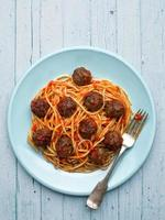 rustik amerikansk italiensk köttbollspaghetti foto