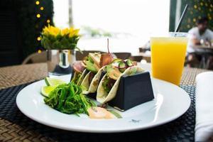 kryddig kyckling-tacos foto