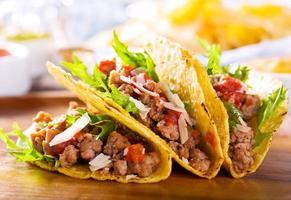 tallrik med tacos foto