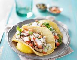 äkta mexikanska carnitas tacos foto