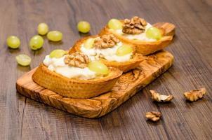 rostat baguette med italiensk gorgonzolaost foto